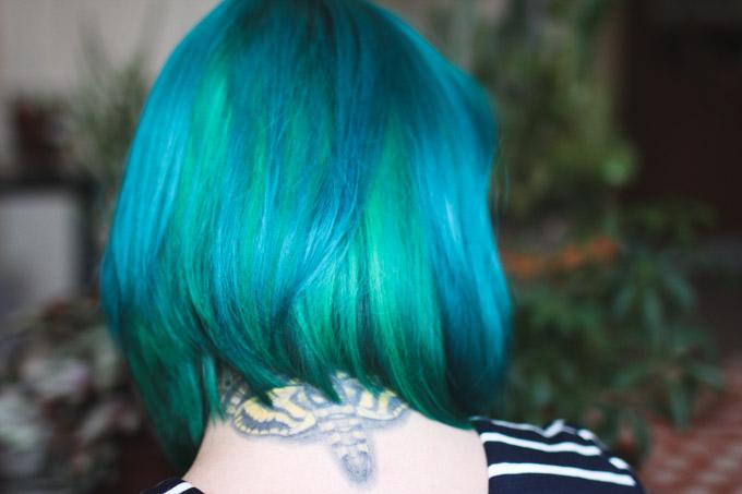 blue hair, green hair, dyed hair, colorful hair