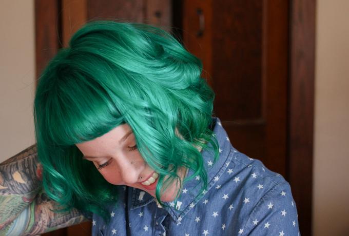 the dainty squid, green hair